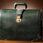 鞄の中身がビジネスマンの人生を変える!?