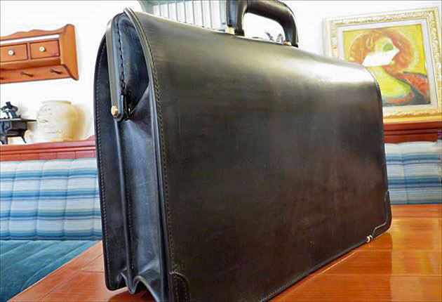 ブライドルダレスバッグの後ろ側の写真