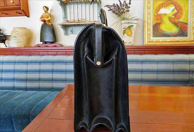ブライドルダレスバッグを真横から撮影