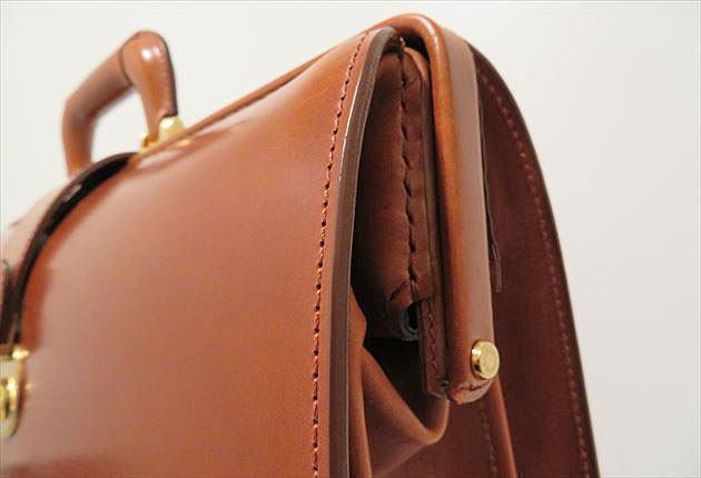 ブライドルダレスバッグの曲線美